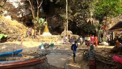 サダン洞窟のボート乗り場(有料)。ここから、入口付近までボートで帰ることができます。
