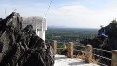 キャウッタロン・パゴダ Kyauk Ta Lone Pagoda Taung Mountain 2つの頂上 2 top of the mountain Mawlamyine Mawlamyine 写真 photo