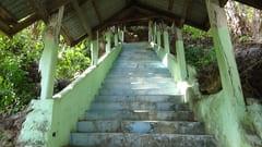 キャウッタロン・パゴダ Kyauk Ta Lone Pagoda Taung Mountain Mawlamyine Mawlamyine 長い階段 Stairs 写真 photo