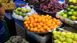 Mawlamyineのフルーツマーケット、たくさんのフルーツ