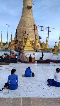 カンギーパゴダ Kan Gyi Pagoda in Mudon 写真 photo