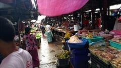 Mawlamyine、ゼイギー・アッパーマーケット 写真 mawlamyine zeigyi upper market、肉、野菜、果物