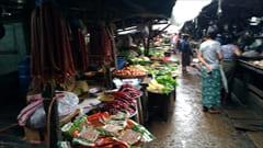 Mawlamyine、ゼイギー・アッパーマーケット 肉、野菜の写真