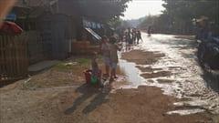 Mawlamyineのウォーターフェスティバル。水をかけまくります。